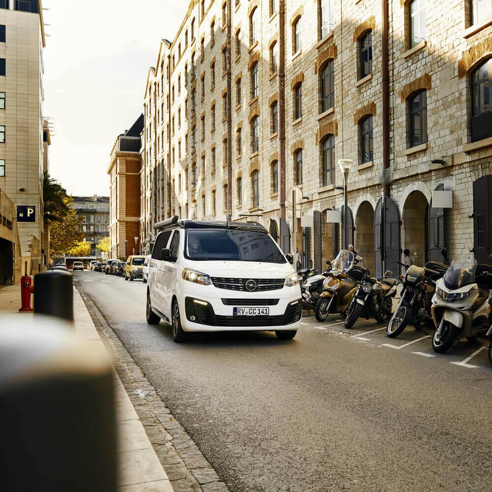 Opel-Berkemeier-Zafira-Life-CROSSCAMP-Stadt